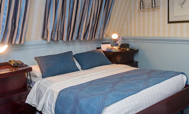 Cat A Cubierta principal y superior, cama doble o gemelas