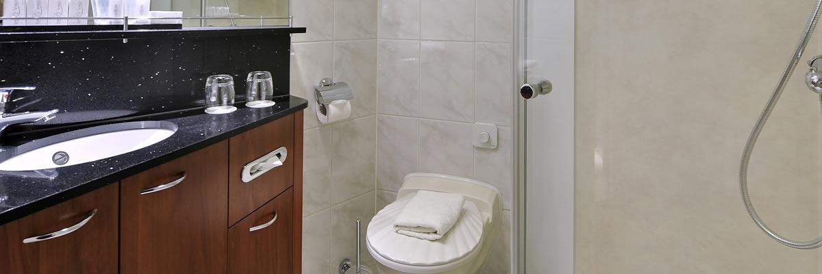MS Crucevita, baño de cabina