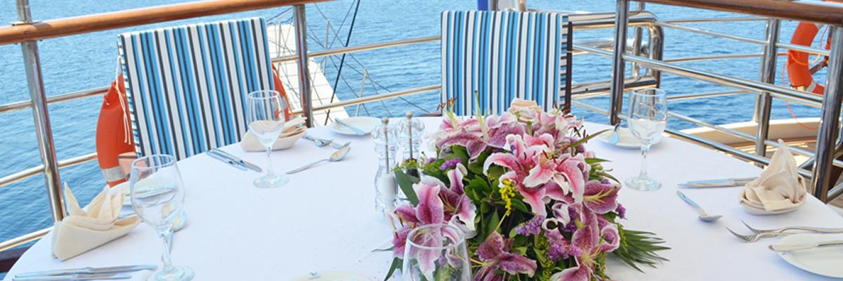MY Callisto, restaurante en cubierta