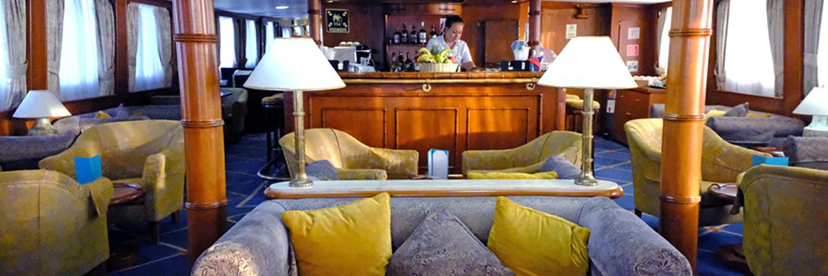 MY Callisto, sala de estar-bar