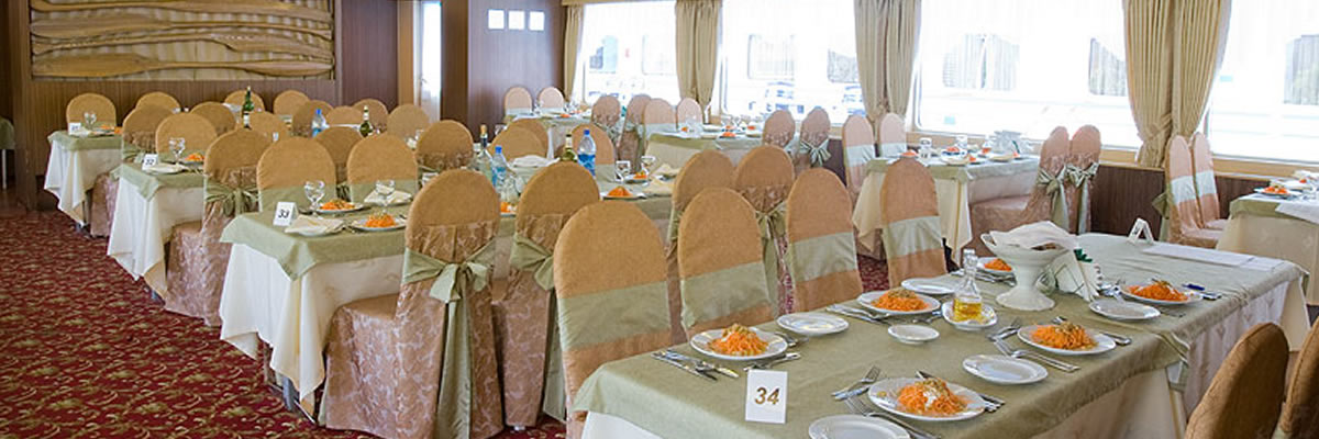 MS Surikov, restaurante