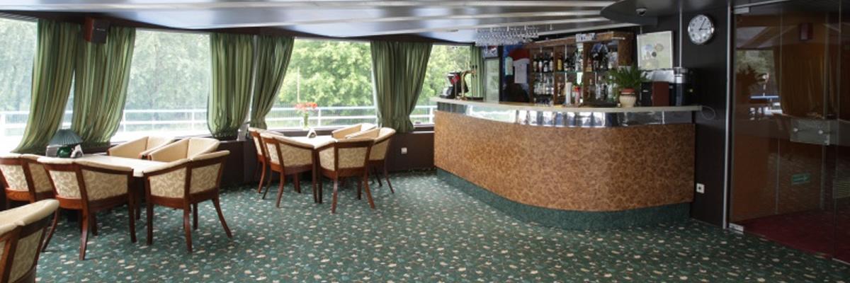 MS Surikov, salon bar