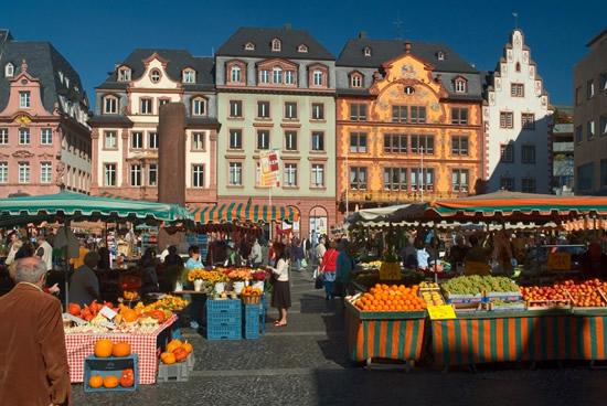 Maguncia, mercado semanal en la Plaza de la vid