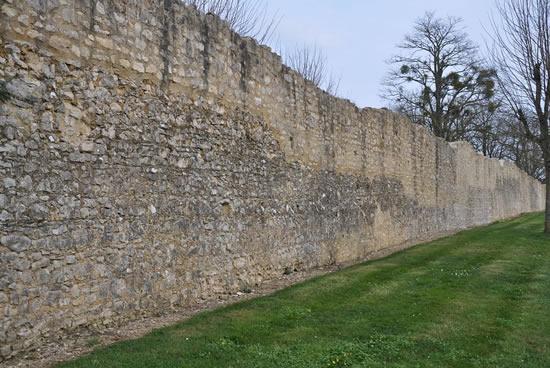 Bourg, muralla medieval