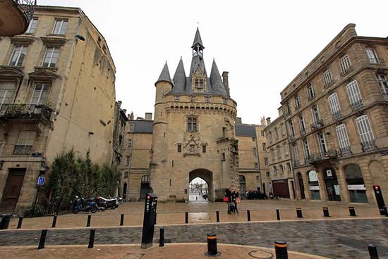Burdeos, Puerta de la torre Caihlau