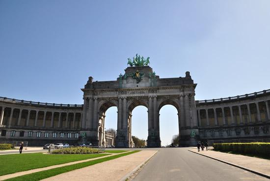 Bruselas, Palacio del Cincuentenario y su arco central