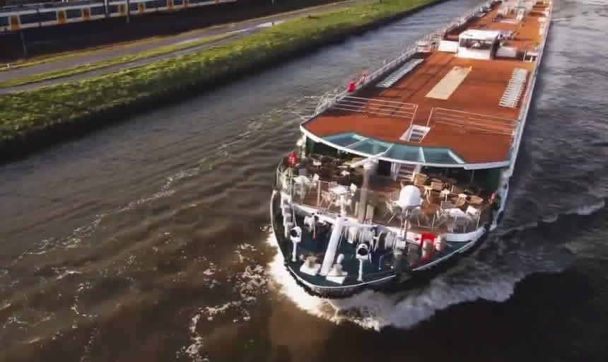 Amadeus Queen por los canales holandeses